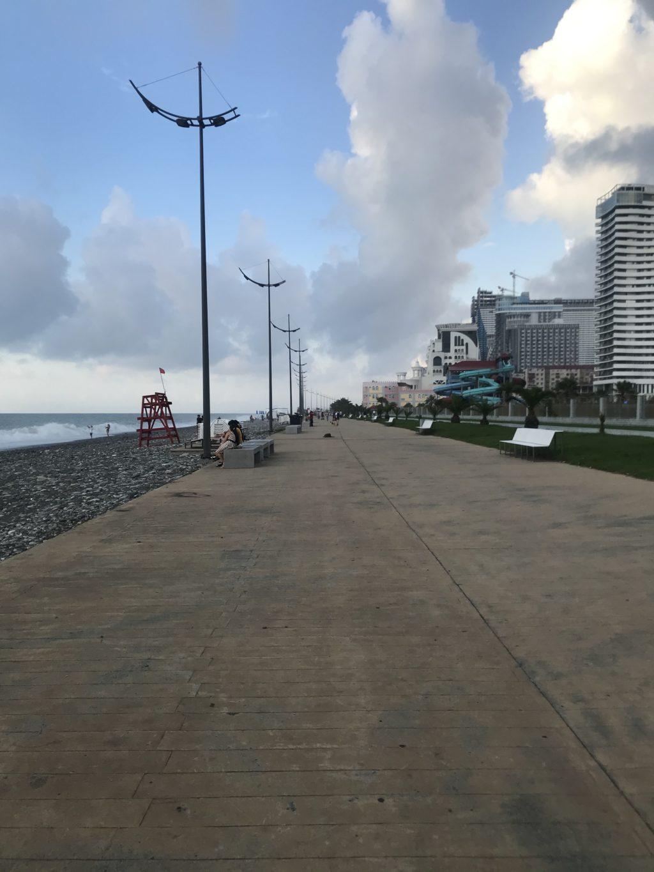 ジョージア・バトゥミ黒海沿いに続く海沿いの遊歩道