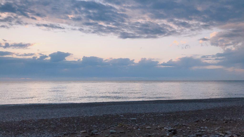 車窓から見える黒海